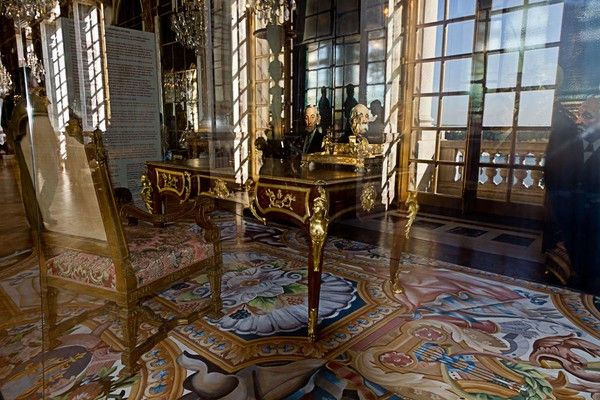 20 trait de versailles au chateau en 1919. Black Bedroom Furniture Sets. Home Design Ideas